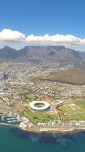 The mountainous bowl surrounding  Cape Town