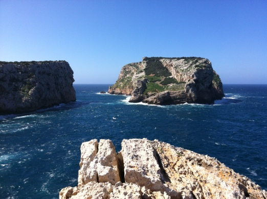 The rocky coastline of Sardegna