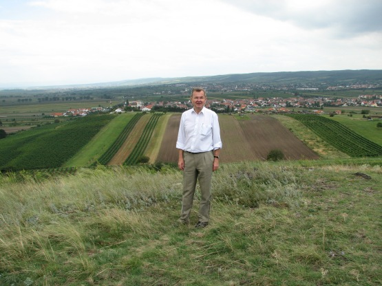 Jost Höpler with vineyards in the Burgenland