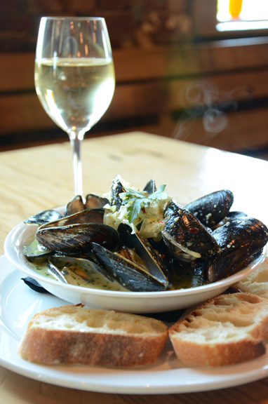 mussels-in-basil-white-wine-sauce.jpg