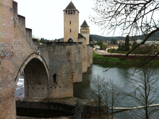 Medieval bridge over the Lot river in Cahors.jpg